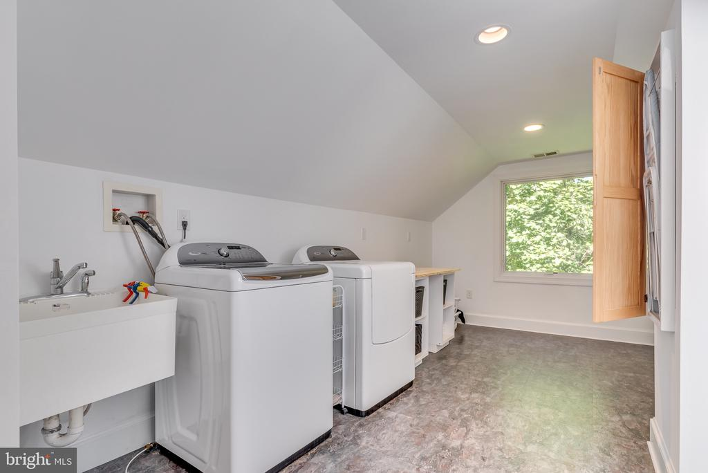 Laundry room - 16332 HAMPTON RD, HAMILTON