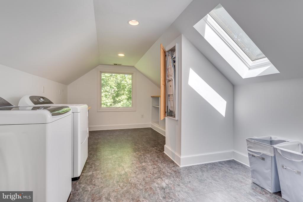 Large laundry space w fold out ironing board - 16332 HAMPTON RD, HAMILTON