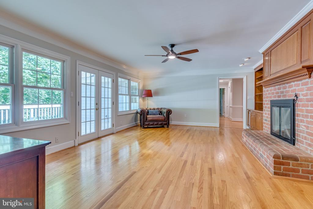 Family room  is located conveniently off kitchen - 16332 HAMPTON RD, HAMILTON