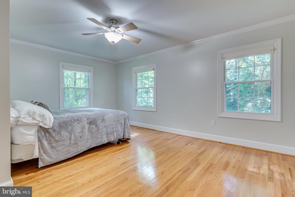 Bedroom #3 on main floor - 16332 HAMPTON RD, HAMILTON
