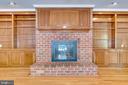Stunning brick and built ins in fam rm - 16332 HAMPTON RD, HAMILTON
