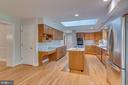 Wonderful kitchen w pantry and desk - 16332 HAMPTON RD, HAMILTON