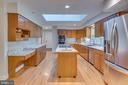 Updated kitchen w granite and SS appliances - 16332 HAMPTON RD, HAMILTON