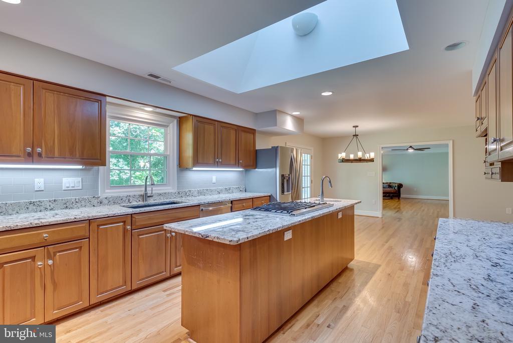 Breakfast area in kitchen - 16332 HAMPTON RD, HAMILTON