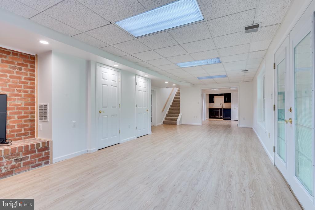 Lower level rec room walk  out to patio - 16332 HAMPTON RD, HAMILTON