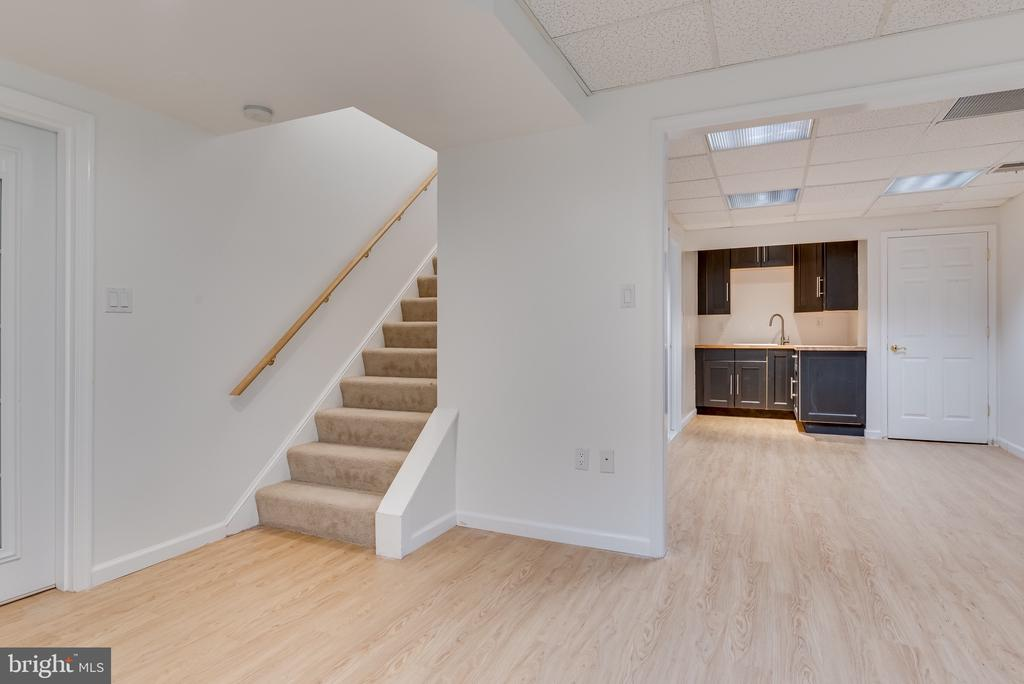 Stairs to main floor, newer laminate flooring - 16332 HAMPTON RD, HAMILTON