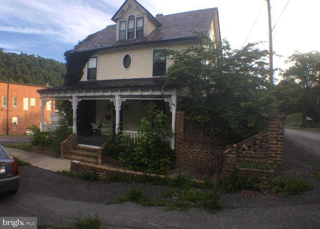 Single Family for Sale at 151 Fairfax St Berkeley Springs, West Virginia 25411 United States
