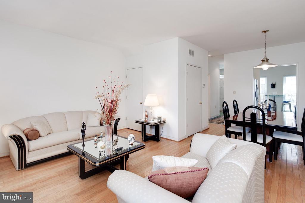 Living/Dining Area - 3737 CASSELL PL NE, WASHINGTON