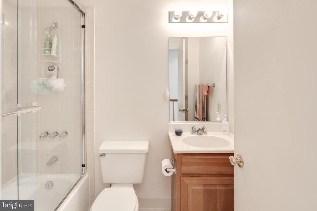 3rd Level Bath - 3737 CASSELL PL NE, WASHINGTON