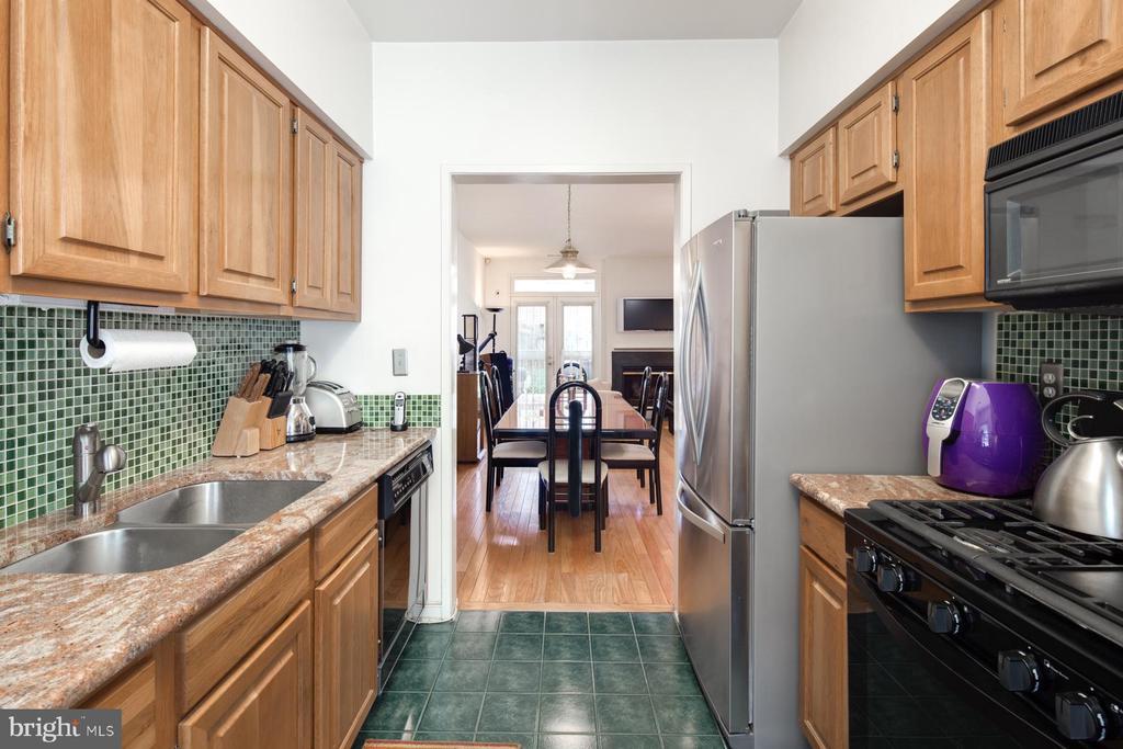 Kitchen - 3737 CASSELL PL NE, WASHINGTON