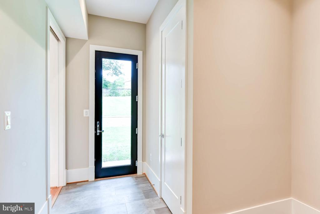 Mudroom out to back yard - 1281 SERENITY WOODS LN, VIENNA