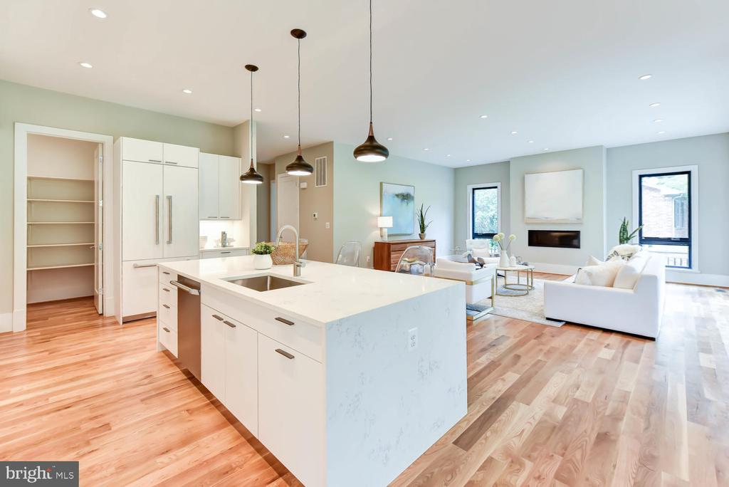 Open floor plan / Kitchen island - 1281 SERENITY WOODS LN, VIENNA