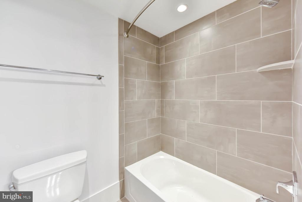 Lower level bath - 1281 SERENITY WOODS LN, VIENNA