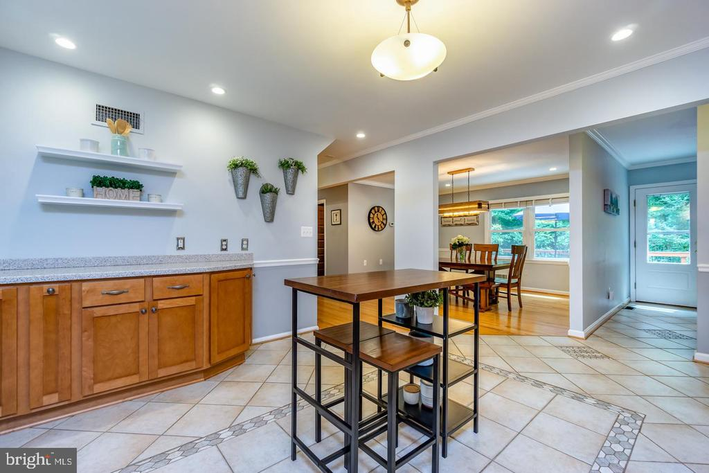 Plenty of space for informal dining/island options - 5912 ONE PENNY DR, FAIRFAX STATION