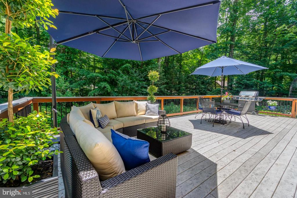 45 foot newly stained deck overlooking pool - 5912 ONE PENNY DR, FAIRFAX STATION