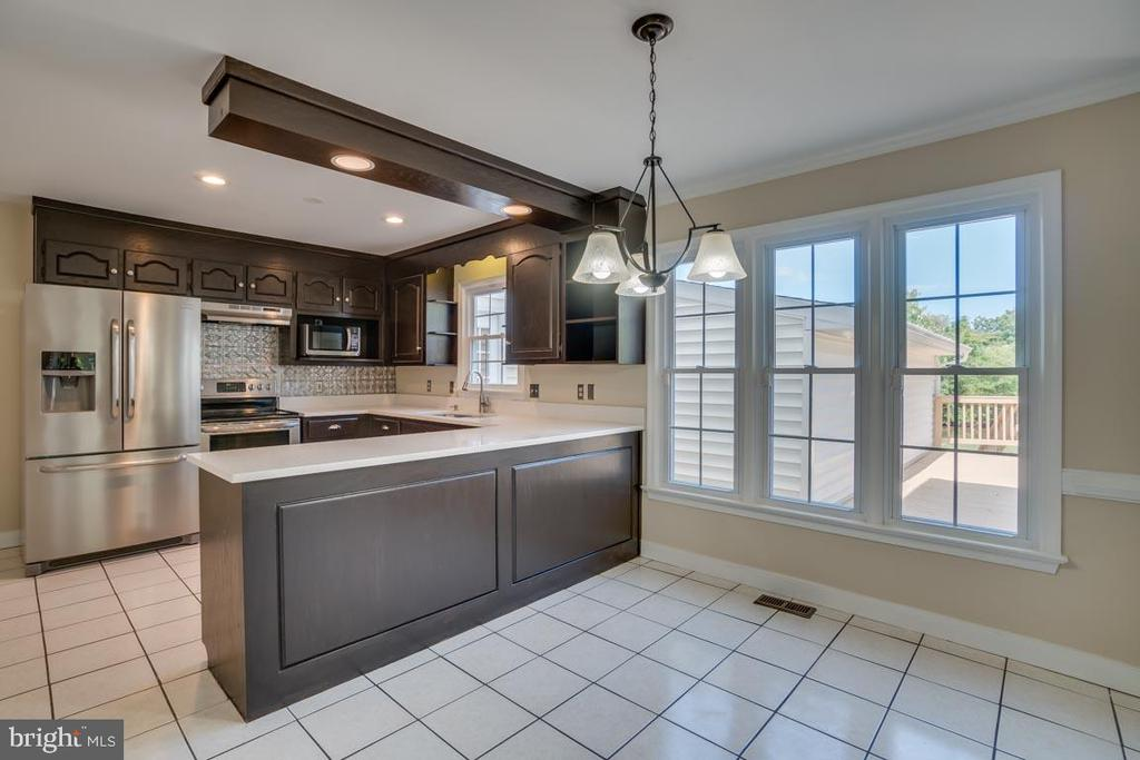 Upgraded Kitchen with New Silestone Countertops - 111 NAUTICAL CV, STAFFORD