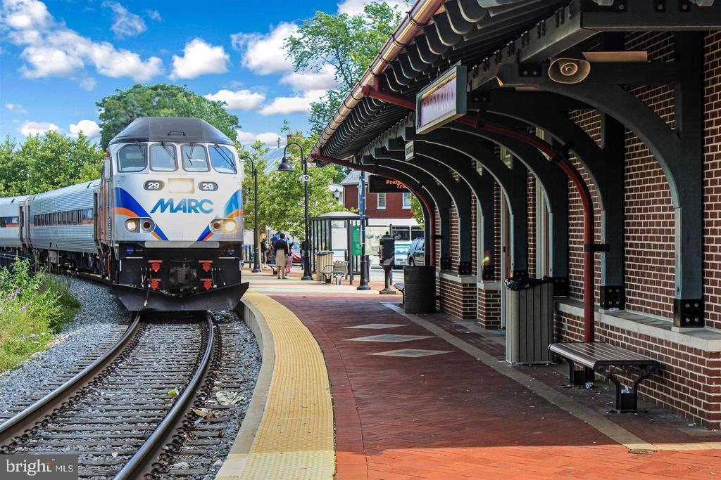 Downtown  Marc Train Station! - 203 ROCKWELL TER, FREDERICK