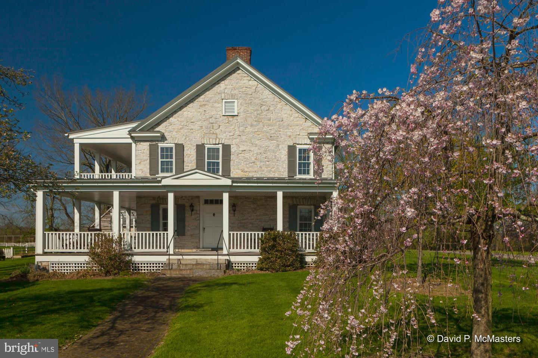 Single Family Homes para Venda às Martinsburg, West Virginia 25404 Estados Unidos