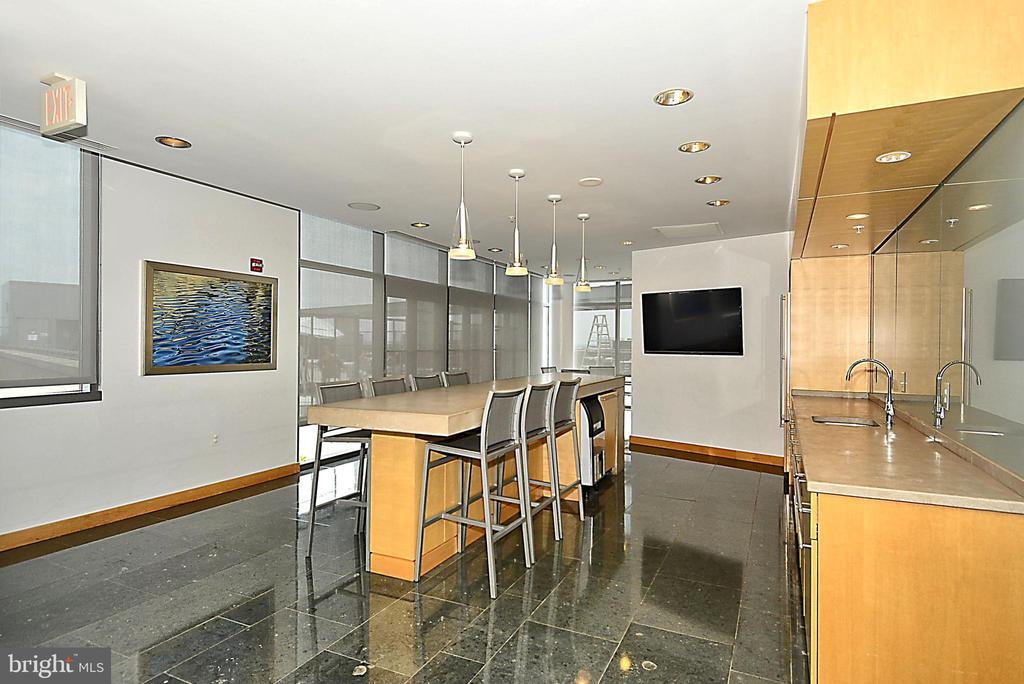 Building lounge - 2001 15TH ST N #1410, ARLINGTON