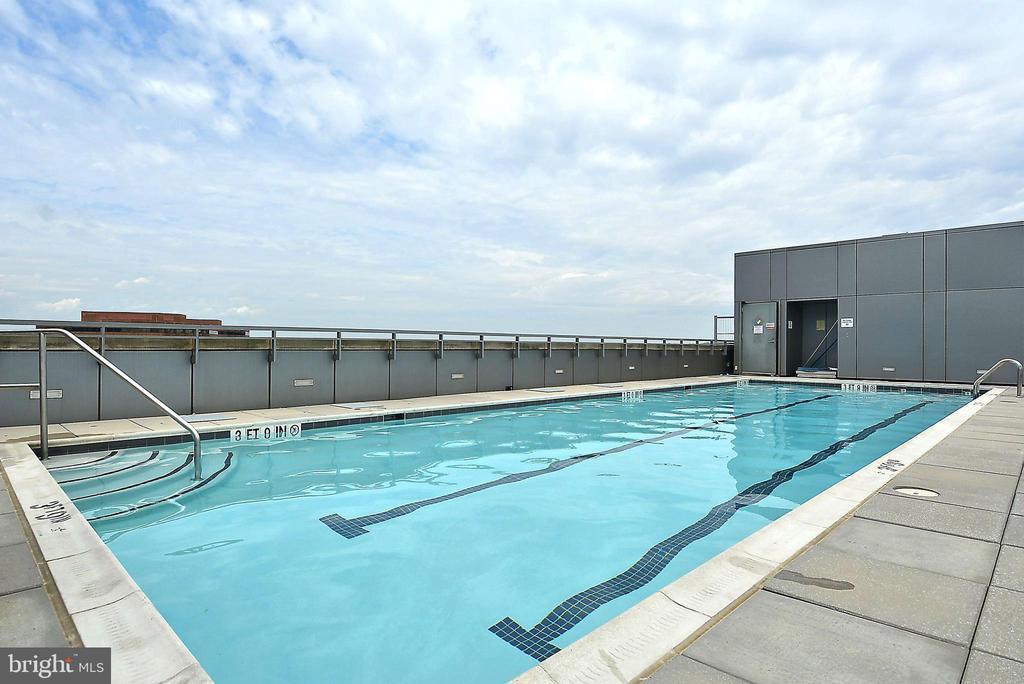 Swimming pool - 2001 15TH ST N #1410, ARLINGTON