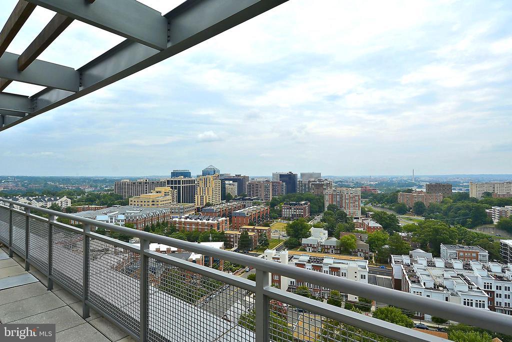 Rooftop deck - 2001 15TH ST N #1410, ARLINGTON