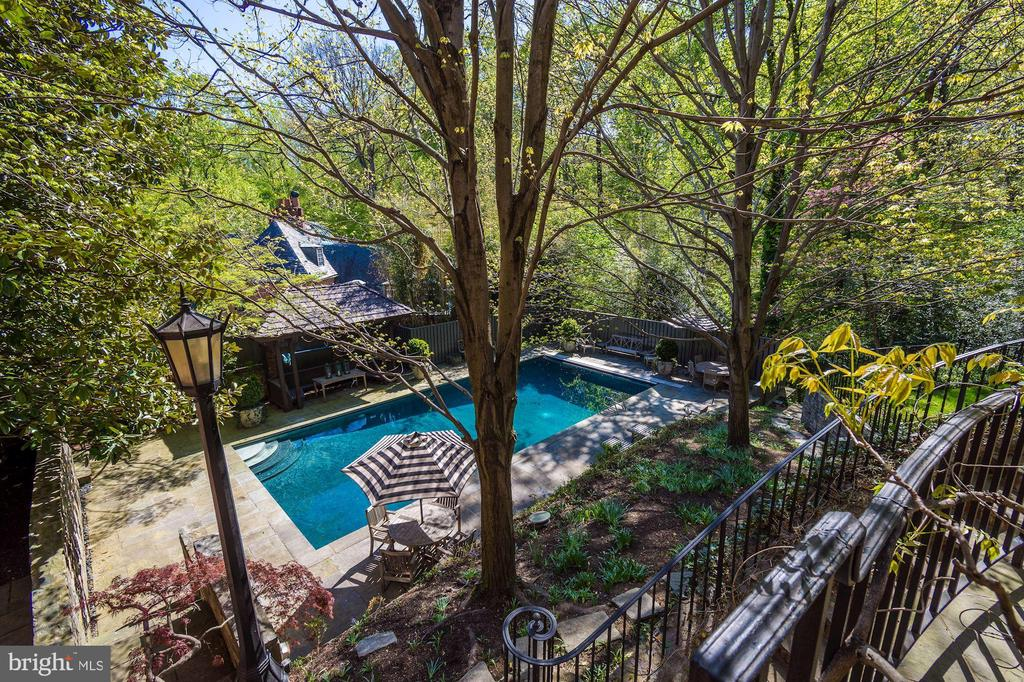 Terrace overlooking pool - 2728 32ND ST NW, WASHINGTON