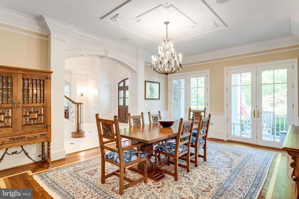 DINING ROOM WITH FRENCH DOORS TO PORCH - 1030 HARVEY RD, MCLEAN