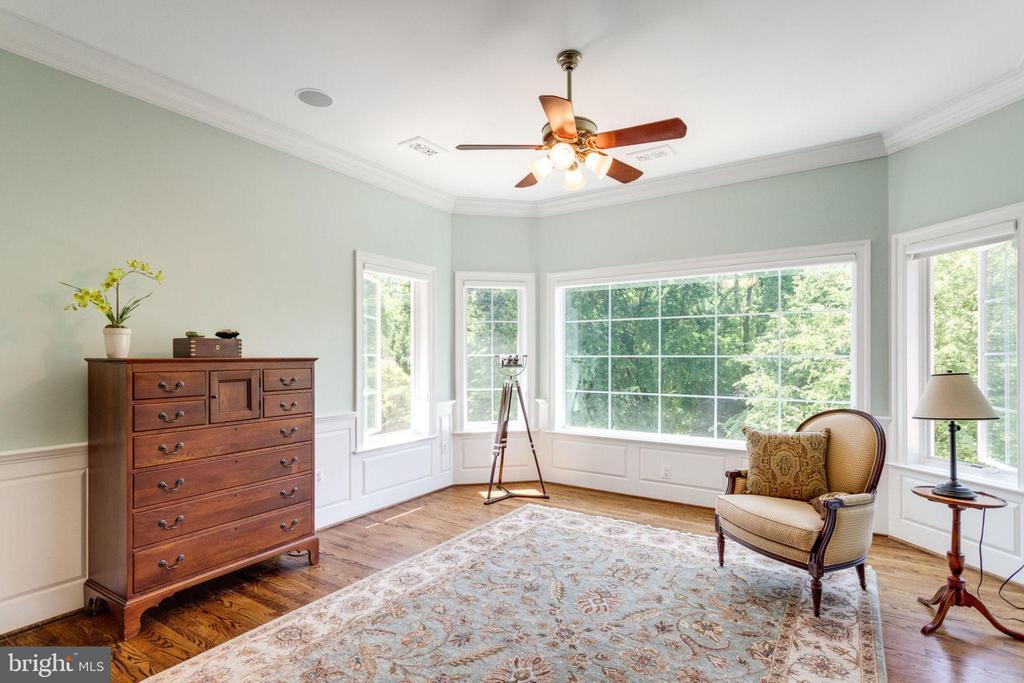 MASTER BEDROOM SITTING ROOM - 1030 HARVEY RD, MCLEAN