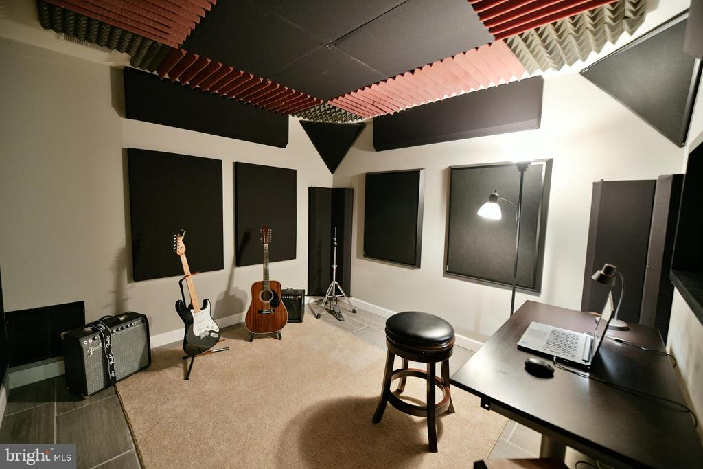 Studio - 21470 BASIL CT, BROADLANDS