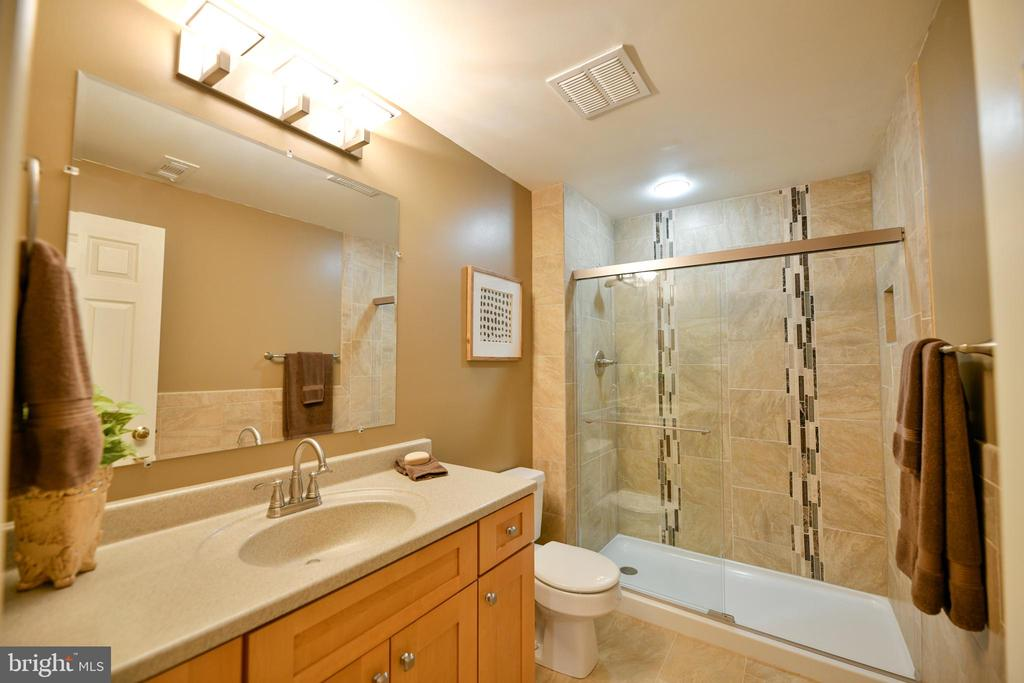 Updated lower level full bathroom - 21470 BASIL CT, BROADLANDS
