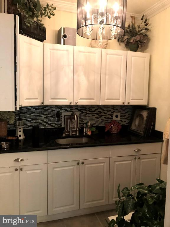 Barista & bar with room for all kitchen gadgets - 504 CREEK CROSSING LN, GLEN BURNIE
