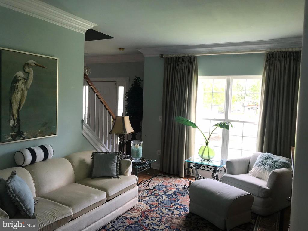 Crown molding in every room! and expansive windows - 504 CREEK CROSSING LN, GLEN BURNIE