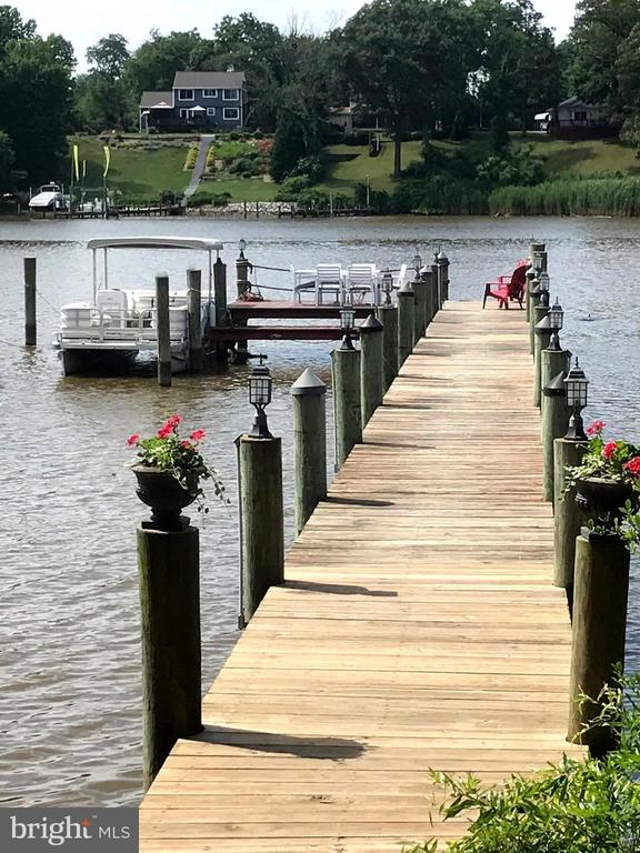 Pier and deck and the Pontoon boat can stay! - 504 CREEK CROSSING LN, GLEN BURNIE