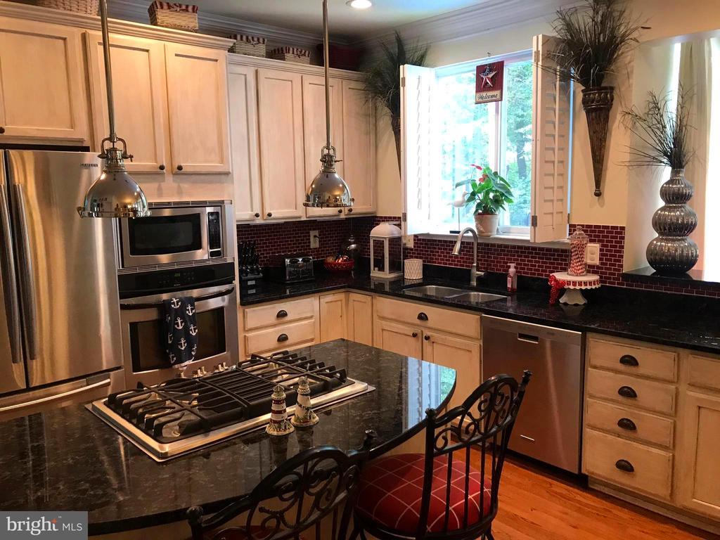 Stainless  appliances~Gas cooktop! Waterview! - 504 CREEK CROSSING LN, GLEN BURNIE