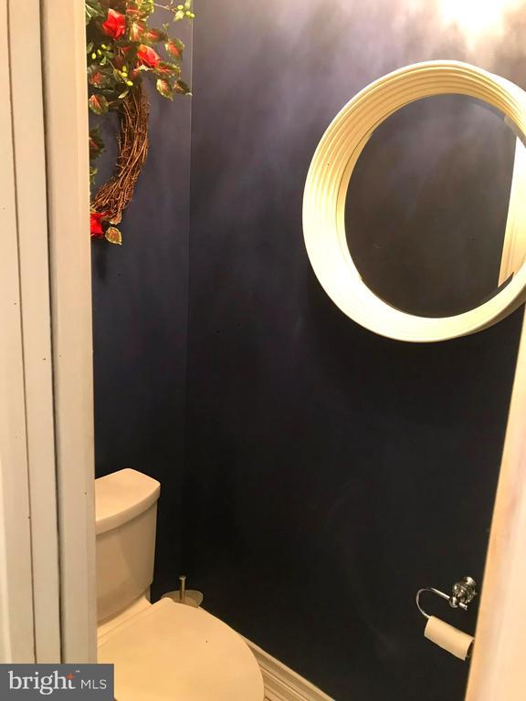 Private pocket door~master throne - 504 CREEK CROSSING LN, GLEN BURNIE