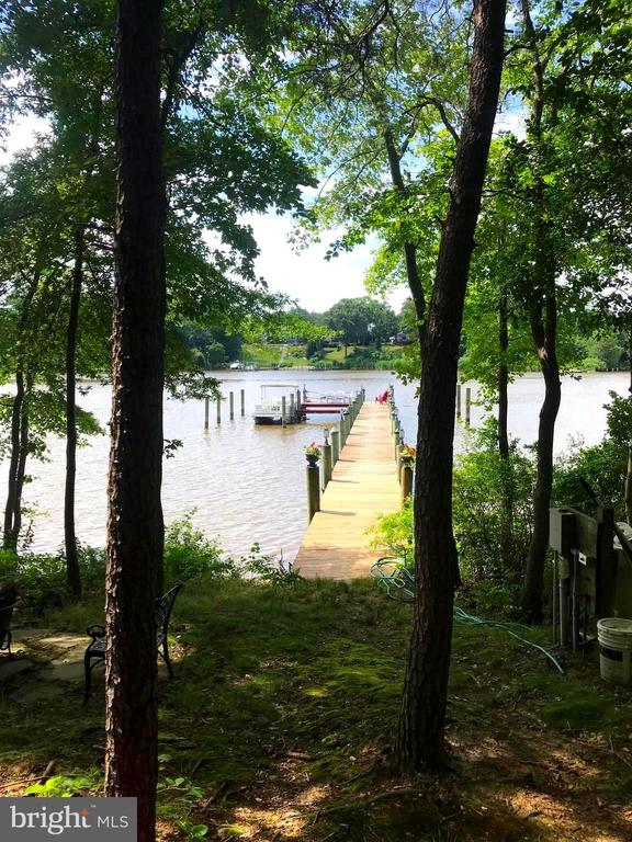 Waterfront with a beautiful private pier and deck - 504 CREEK CROSSING LN, GLEN BURNIE