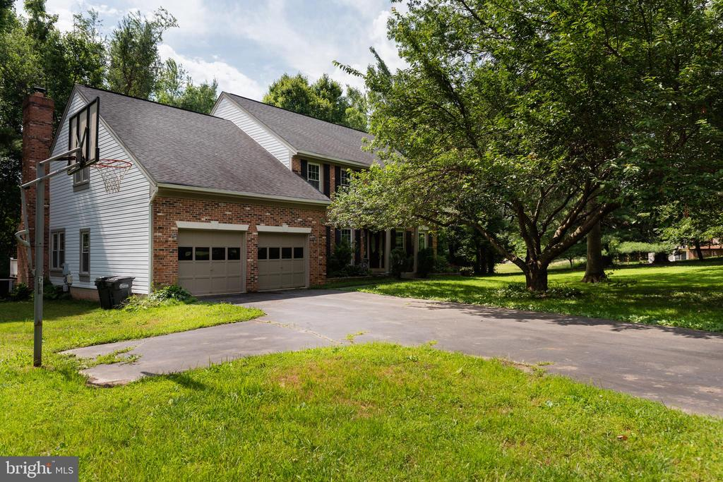 One of Fairfax 4 Bedroom Homes for Sale at 4705  LEEHIGH COURT