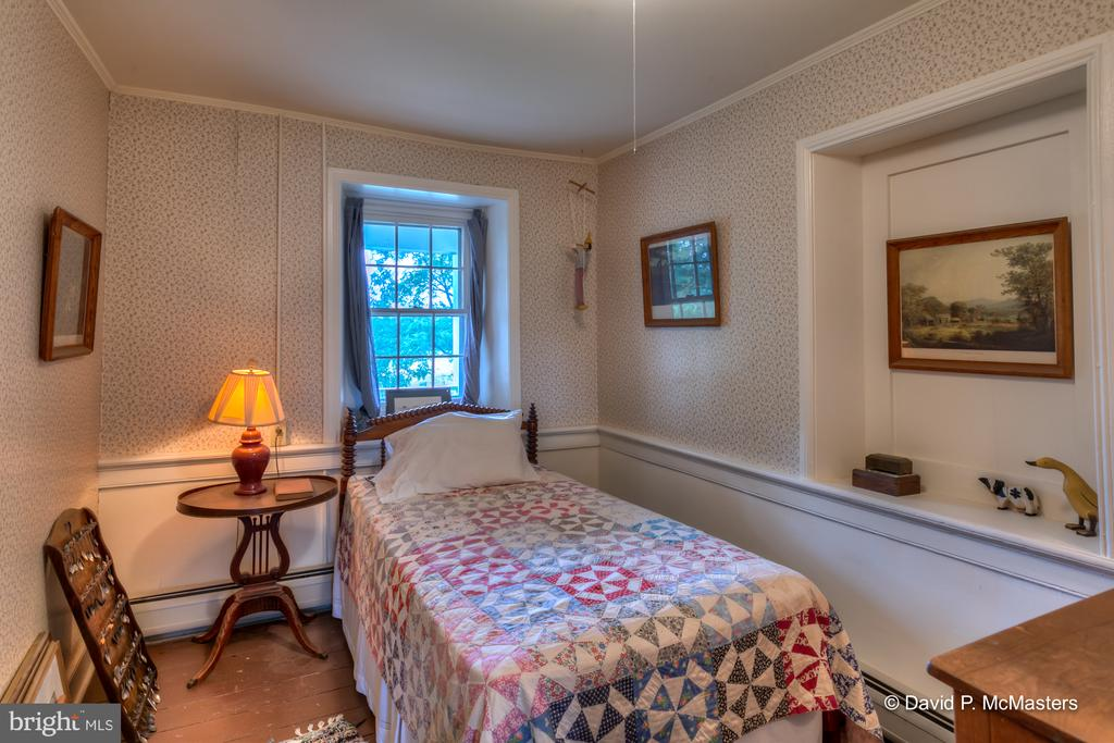 Note wainscotting and moldings in most rooms - 1208 BEDINGTON RD, MARTINSBURG
