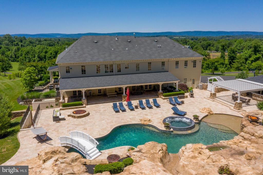 Incredible views and amenities await - 14416 LOYALTY RD, LEESBURG
