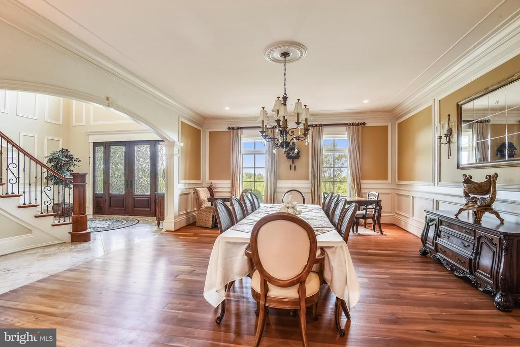 Enjoy mountain views from the DR when entertaining - 14416 LOYALTY RD, LEESBURG