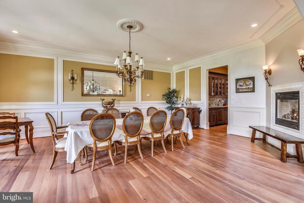Formal dining room with fireplace - 14416 LOYALTY RD, LEESBURG