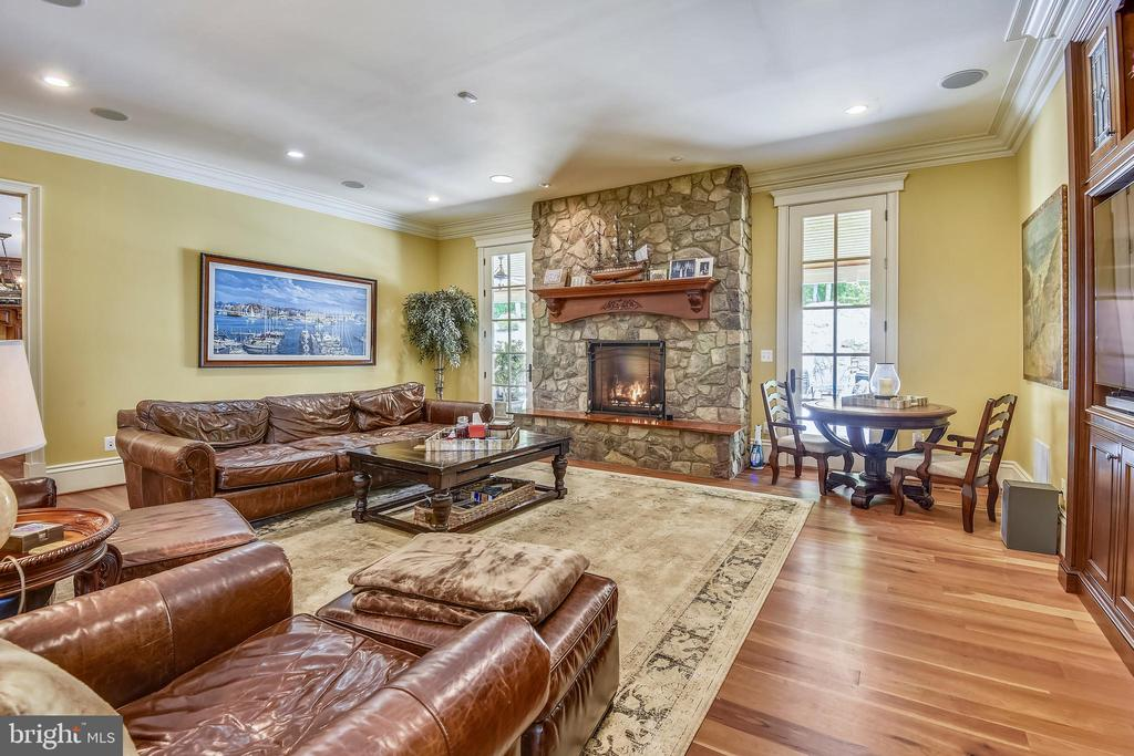 Family room with veranda access - 14416 LOYALTY RD, LEESBURG