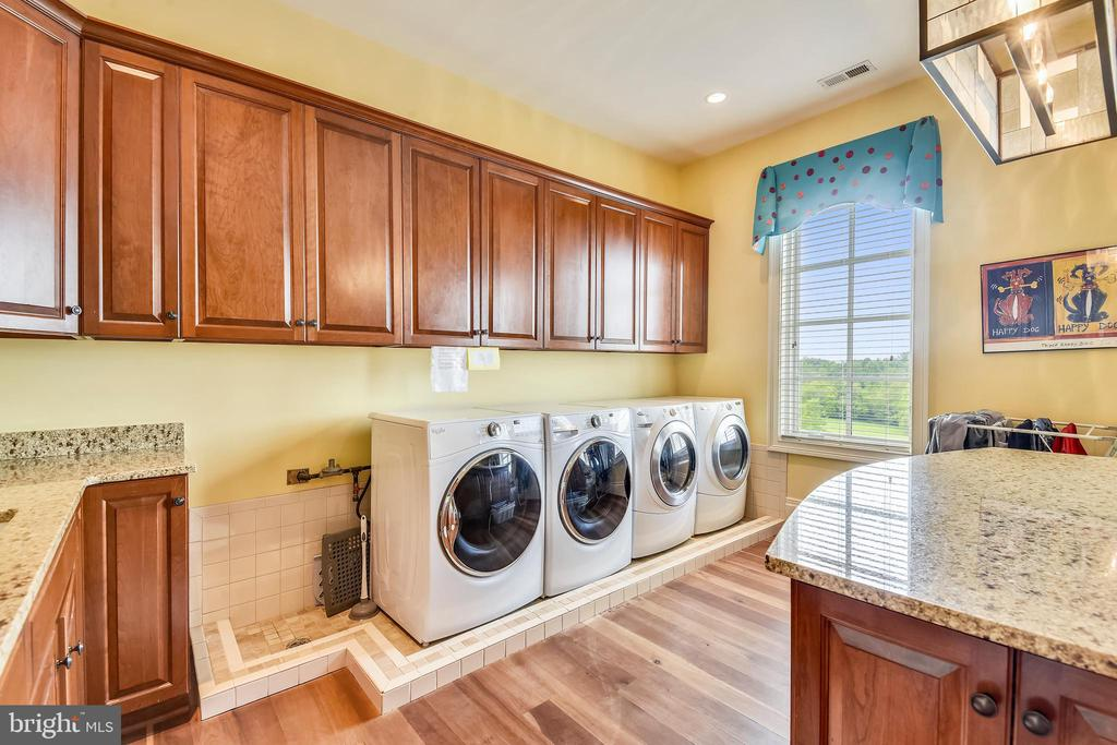Laundry room w/cabinetry on 3 sides,  island - 14416 LOYALTY RD, LEESBURG