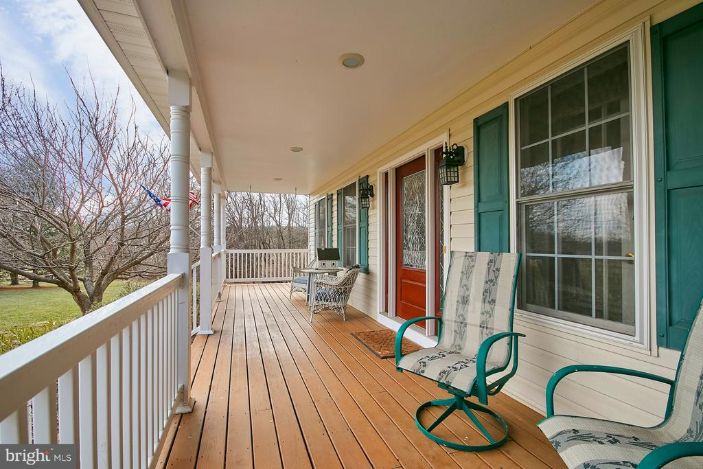 Charming front porch - 19187 SWAN CT, PURCELLVILLE