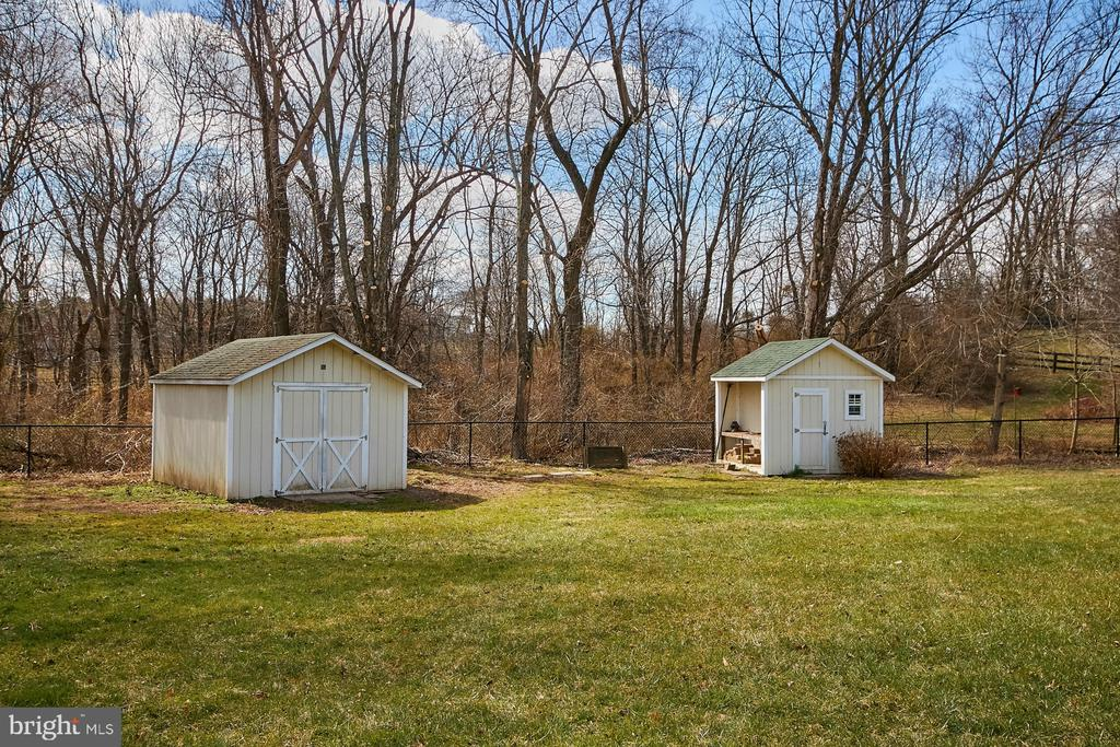 Two Outbuildings - 19187 SWAN CT, PURCELLVILLE