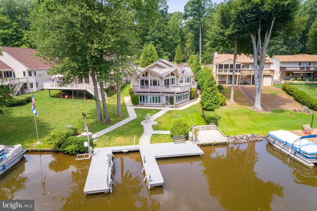 LIFE ON  THE LAKE - 100 HARBOURVIEW DR, LOCUST GROVE