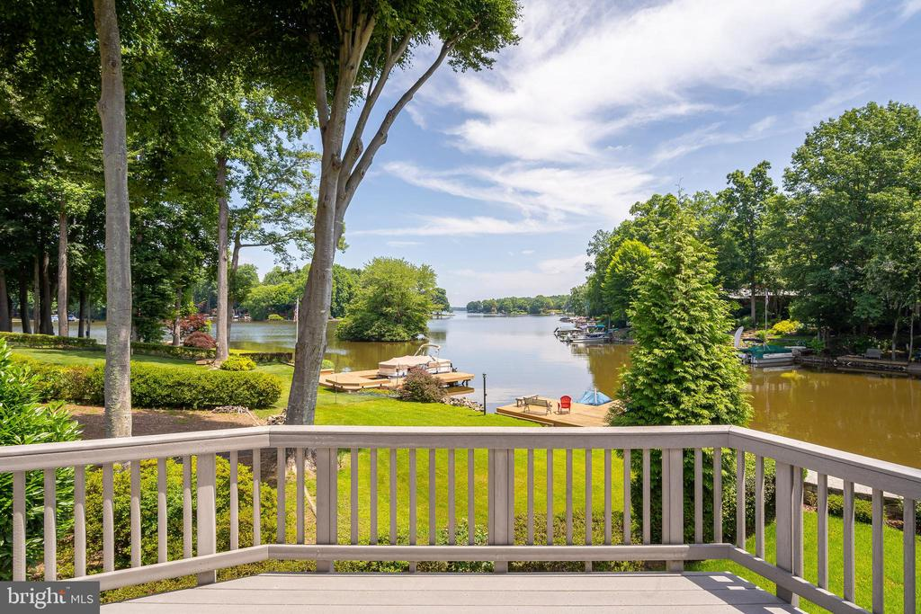 STAND ANYWHERE AT THIS HOME AND HAVE A WATER VIEW - 100 HARBOURVIEW DR, LOCUST GROVE
