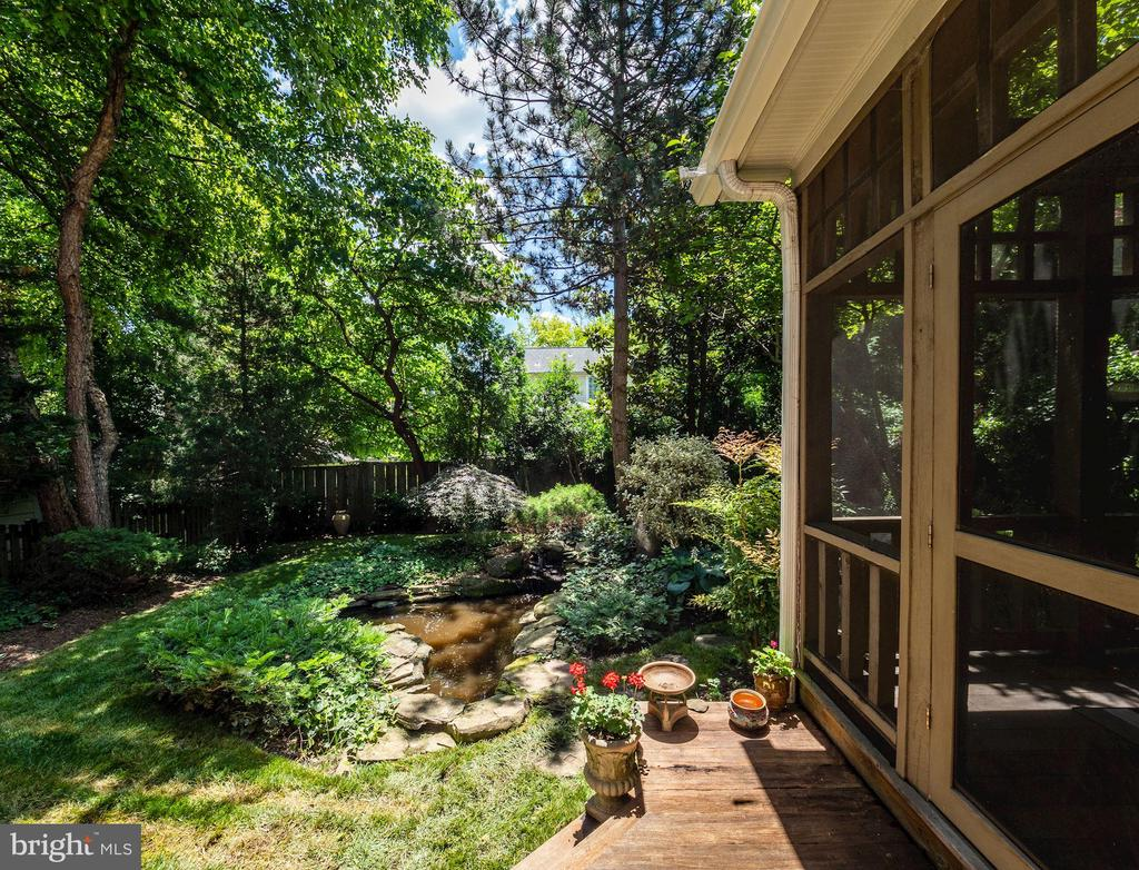 Tranquil, private backyard - 4412 WALSH ST, CHEVY CHASE