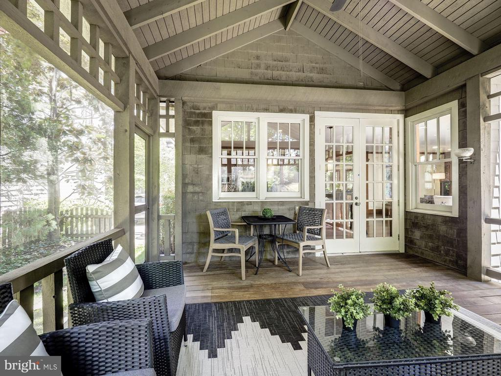 Screened-in porch - 4412 WALSH ST, CHEVY CHASE