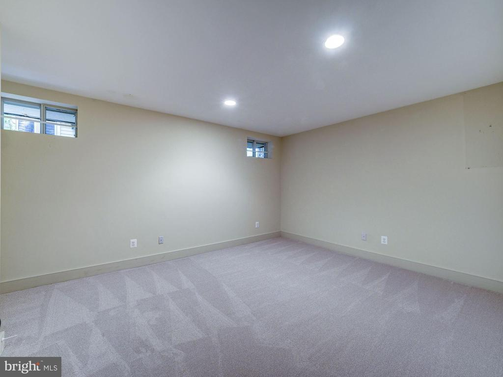 Lower level den / office, potential bedroom - 4412 WALSH ST, CHEVY CHASE
